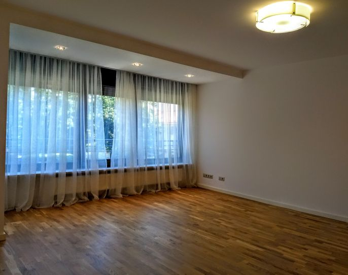 Elegant and spacious apartment in exclusive boutique building | CP786364